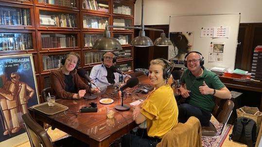 Jos en Roos Stelling met Eva schoonhoven en Gerhard te Velde in de podcaststudio van Studio Slachtstraat